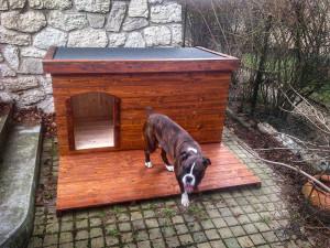 Zateplená psí bouda pro boxera