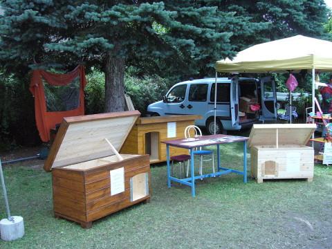 psí boudy vystavené na Křemežském veletrhu
