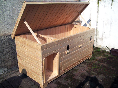 bouda pro dva psy s otevírací přední stěnou